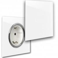 Weiße Steckdose mit Chrom-Einfassung und Klappe in der Farbe: ALL WHITE ® von Farrow & Ball Nr.: 2005.