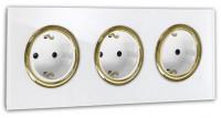 Weiße 3-fach Steckdose mit Messing-Einfassung in der Farbe: ALL WHITE ® von Farrow & Ball Nr.: 2005.
