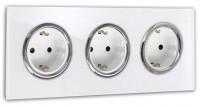 Weiße Dreifache Steckdose 3-fach mit Verchromten Zierringen. Steckdosen-Rahmen in der Farbe: ALL WHITE ® von Farrow & Ball Nr.: 2005.