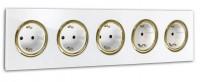 Weiße 5-fach Steckdose mit Messing-Einfassung in der Farbe: ALL WHITE ® von Farrow & Ball Nr.: 2005.