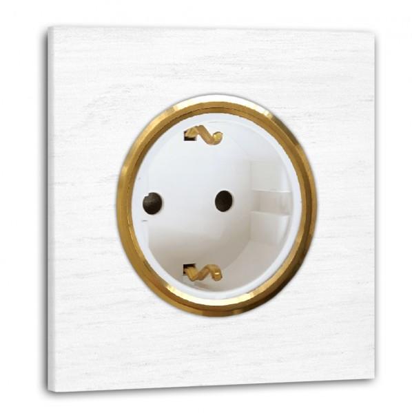 Weiße Steckdose 1-fach. Steckdosen-Rahmen Eichen-Holz lackiert mit Messing-Einfassung in der Farbe: RAL 9016 Verkehrsweiß