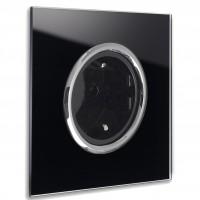 Schwarze Steckdose 1-fach mit Verchromten Zierringen. Steckdosen-Rahmen in der Farbe: PITCH BLACK ® von Farrow & Ball Nr.: 256.